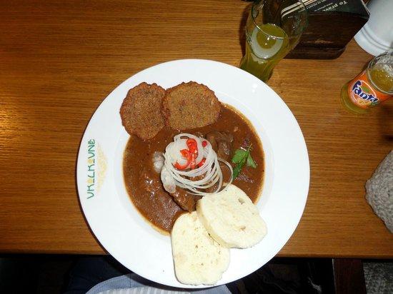 V Kolkovne Restaurant : Gulasch mit Knödeln