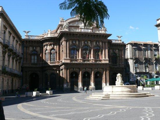Teatro Massimo Bellini: Большой театр им. Беллини