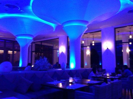 Avista Hideaway Phuket Patong, MGallery by Sofitel: Spaceship restaurant!