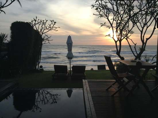 Aleenta Hua Hin Resort & Spa: Sunrise view from our bed