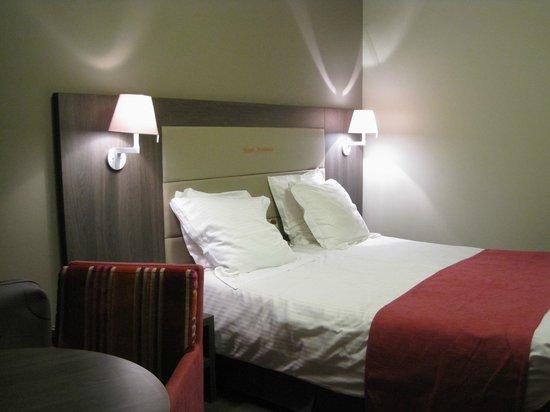 Academie Hotel : La cama era bastante cómoda.
