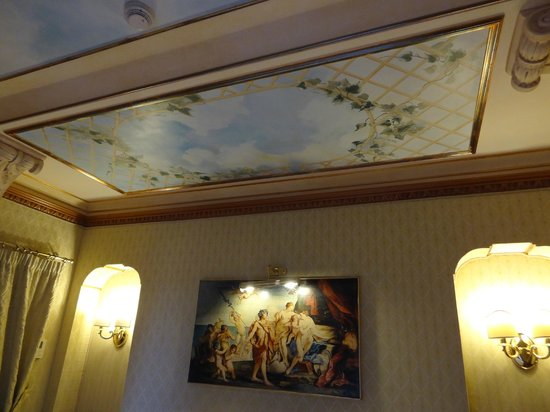 River Palace Hotel : Ceiling in the suite