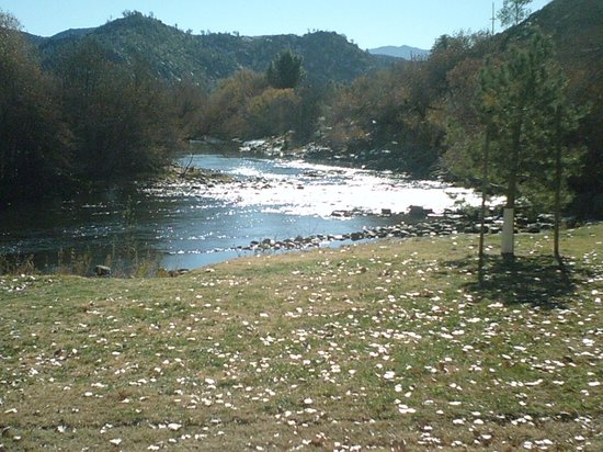 The Kern Lodge : kern river  from city park