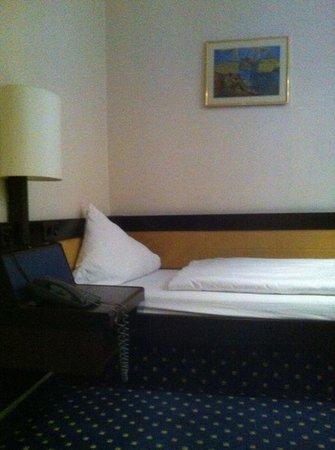 Lloyed Hotel: Letto singolo ordinato