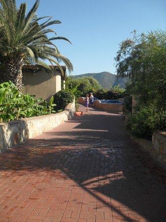 Ersan Resort & Spa: ruelle de l'hôtel
