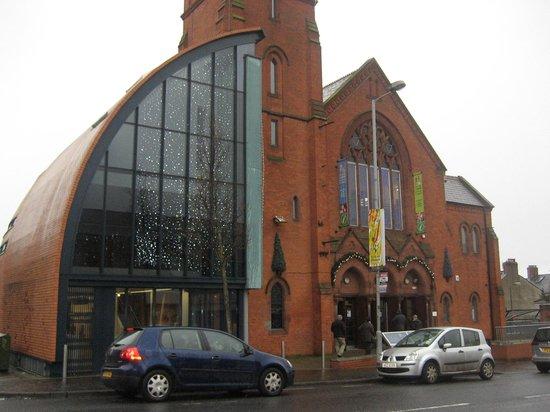 Culturlann MacAdam O Fiaich: The building