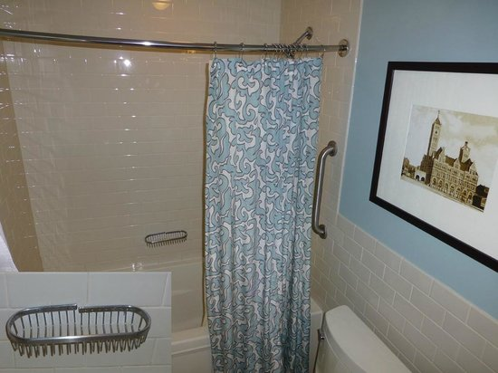 Union Station Hotel, Autograph Collection: Awkward tub, sagging rod, cheap shower curtain, toilet in way of fixtures, crooked soap tray