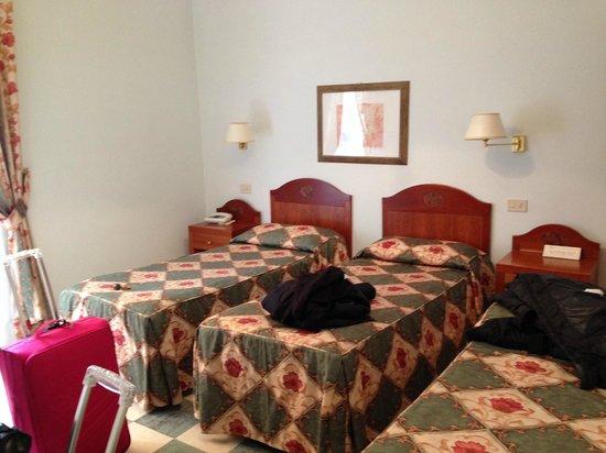 Aberdeen Hotel: Camera 44 (tripla)