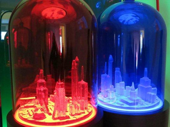 MoMA PS1: Kandorという名の街をボトルの中で造った作品
