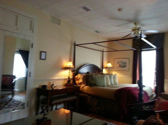 The Kenwood Inn: Cptn's Suite 12-13