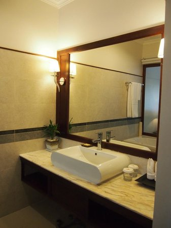 Saem Siemreap Hotel: 洗面台