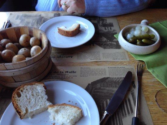 Auberge de la Halle: Potatoes, onions, cornichons, and bread fondue accompaniments