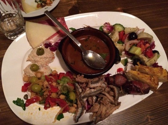Centro Espanol : Sorry, some food is already missing. It was too good! Tapas mix!