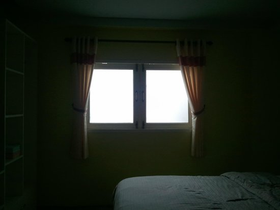 Dozy House: windows in the room