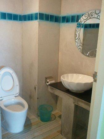 Dozy House: bathroom