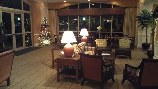 Hilton Garden Inn Palm Beach Gardens: lounge next to bar