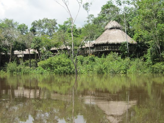 Amazonia Expeditions' Tahuayo Lodge : Tahuayo Lodge from the river