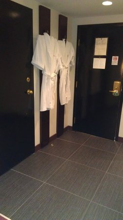 Hotel Ruby Foo's : The entrance with the robes.