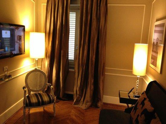 Hotel Brunelleschi : Sitting Room/Entry way