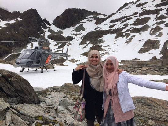 Heli Tours Queenstown: Our first ride on a helicopter that land on a glacier!