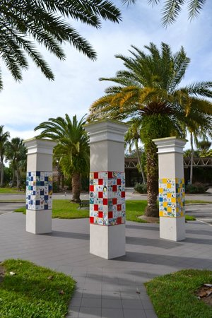 Polk Museum of Art: Pillars decorated with student artwork