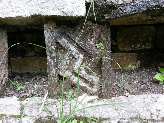 Becan Ruins : Stone carving details adorn the ruins.