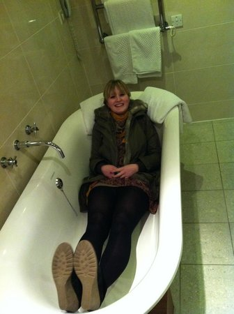 Wineport Lodge: Big Bath!