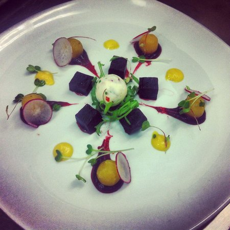 Corin on Mainstreet: Beetroot salad & goats cheese