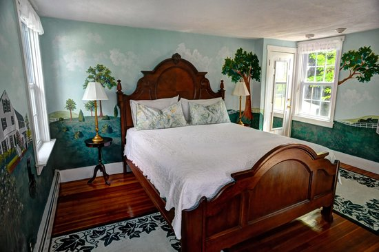 Historic Jacob Hill Inn: The Mansion Suite
