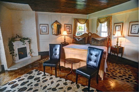 Historic Jacob Hill Inn: The Vanderbilt Suite