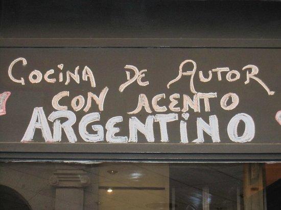 Da Cuchuffo Madrid : Detalle en la fachada.