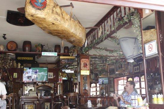 Dickens Cocktail Bar : Inside the bar