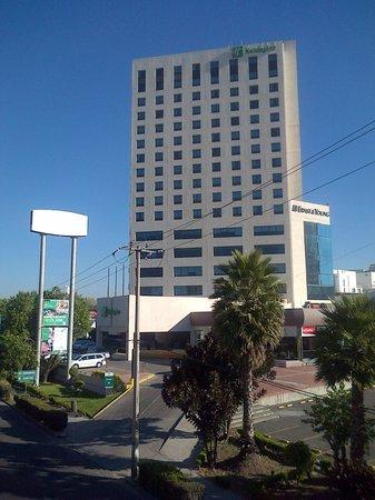 Holiday Inn Puebla La Noria : Vista desde el paso peatonal sobre Juan Pablo II