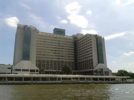 Ramada Plaza Bangkok Menam Riverside: vista desde el rio