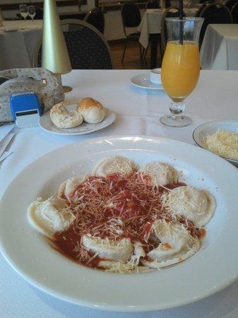 Gran Hotel Provincial San Juan: Buena comida y los mozos del restaurante Las Lajas son muy amables, el mejor sin dudas... Luis!