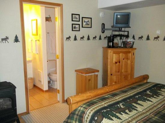 Silverwolf Log Chalet Resort : cabin/ room