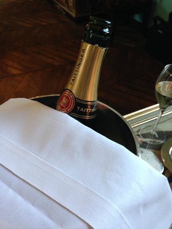 Saint James Paris - Relais et Châteaux : The wonderful champagne the hotel generously presented for my birthday