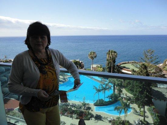 Pestana Carlton Madeira : Esposa no apartamento com vista maravilhosa