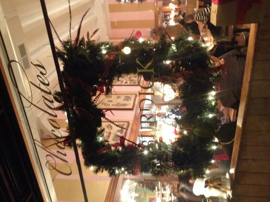 L.A. Burdick : Christmas decorations