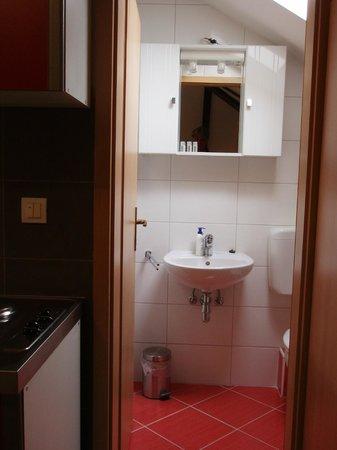 House Klaudija: studio apartment attic/ bathroom