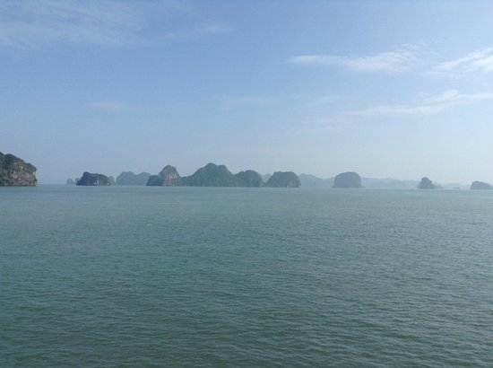 Red Dragon Junk : Views of Halong Bay from our boat