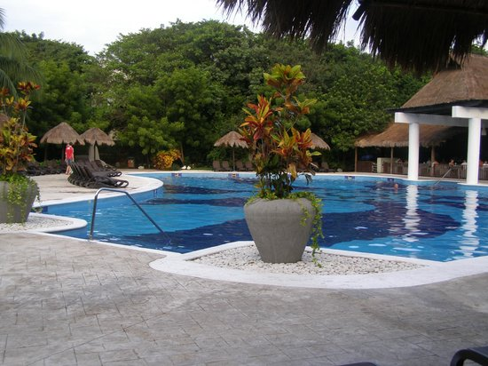 Sandos Caracol Eco Resort: pool in adult section