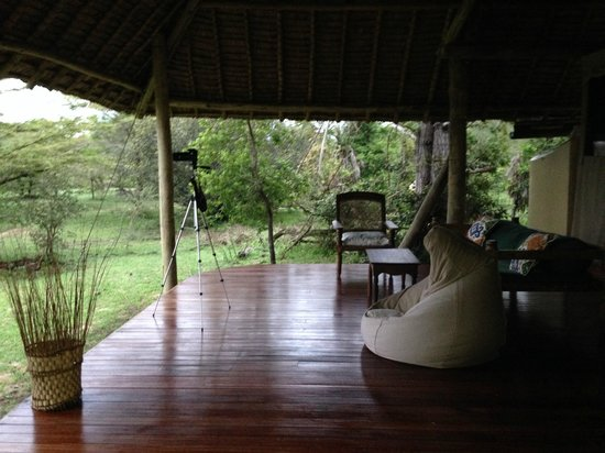 Siwandu: Another view of the back deck- this overlooks a large yard where impala, baboons, and hippos vis