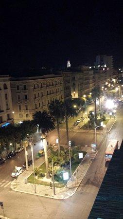 Hotel Oriente: Vista dall'alto Corso Cavour dal roof garden....