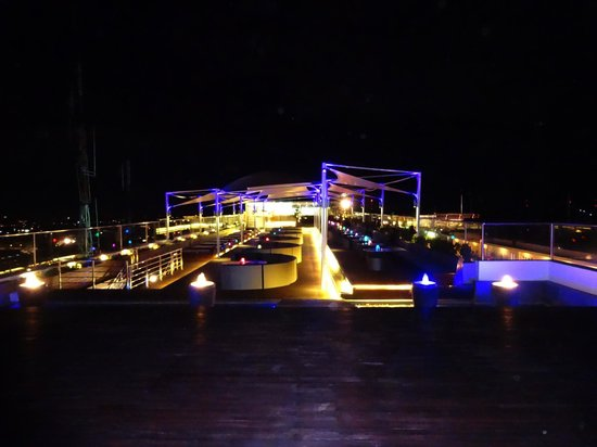 The Jimbaran View : Reverse angle on rooftop dining area