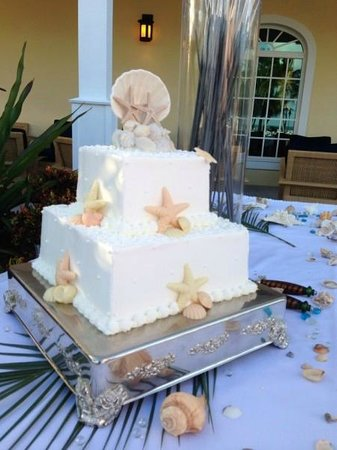 Our beautiful wedding cake from Bob's Bunz