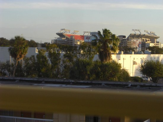 Tampa Stadium Airport Hotel: View from Room 305 at the Holiday Inn Express Tampa Stadium