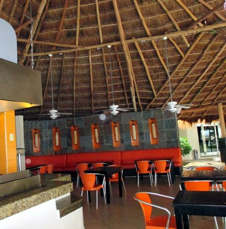 Desire Riviera Maya Resort : Lunch dining