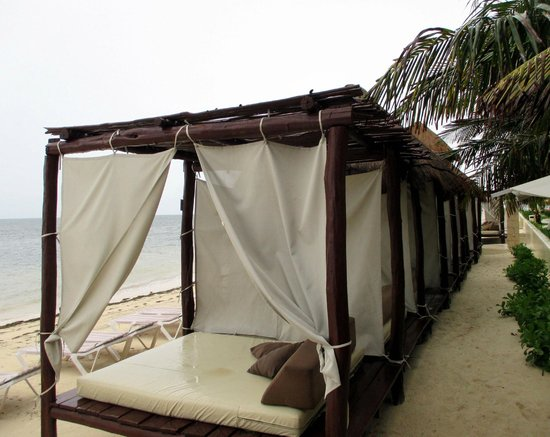 Desire Riviera Maya Resort : Beach beds