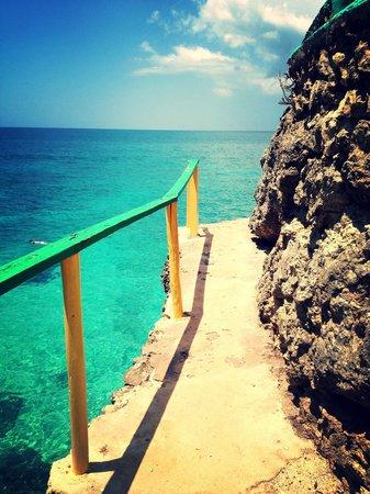 Xtabi Resort: Run and JUMP!!